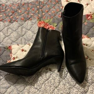 Great boot for dress or play! Black Size 9.